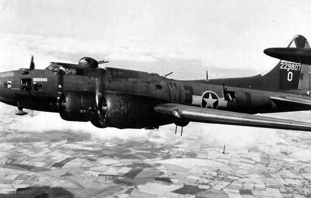 B-17 #42-29807 / Lady Liberty aka Patsy Ann III