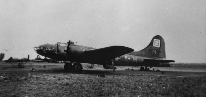 Boeing B-17 #42-30045 / She's My Gal aka Fight'n-n-Bit'n