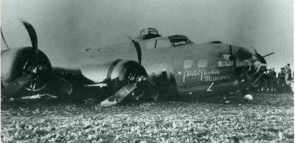 B-17 #42-30142 / Pistol Packin Mama