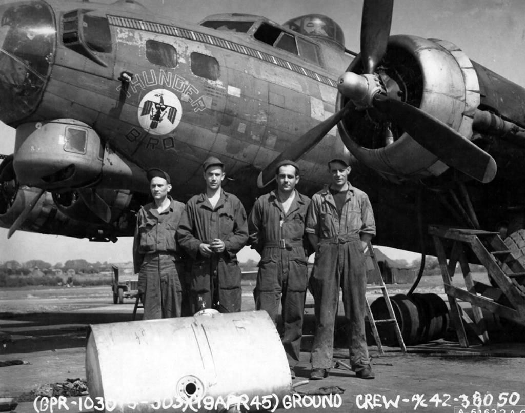B-17 #42-38050 / Thunderbird