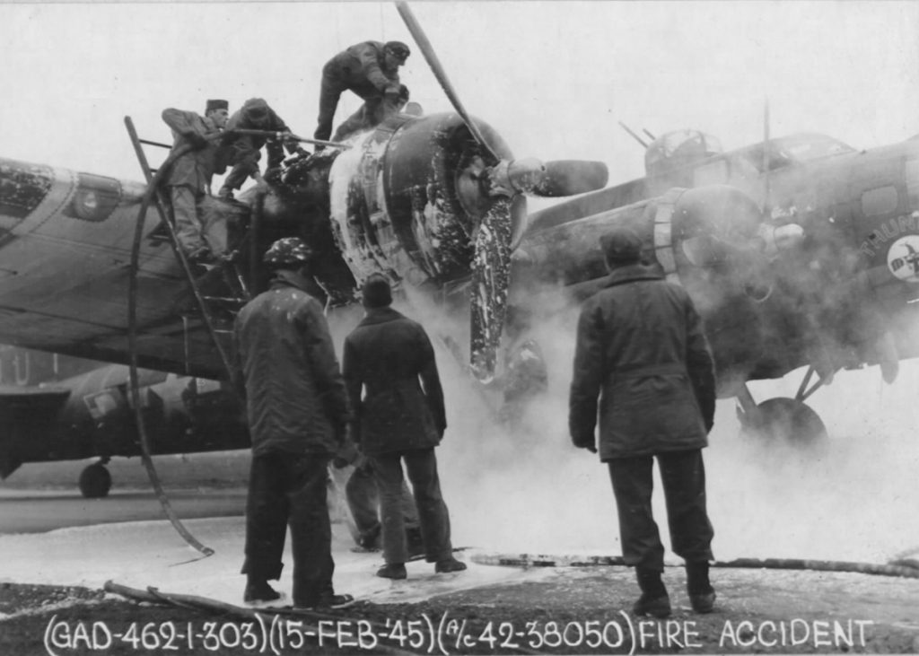 B-17 #42-38050 / Thunderbird am 15. Feb. 1945.