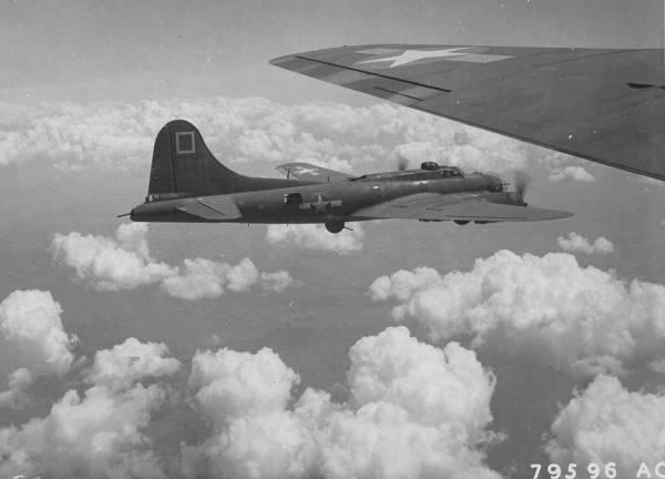 B-17 #42-5145 / The Gremlin