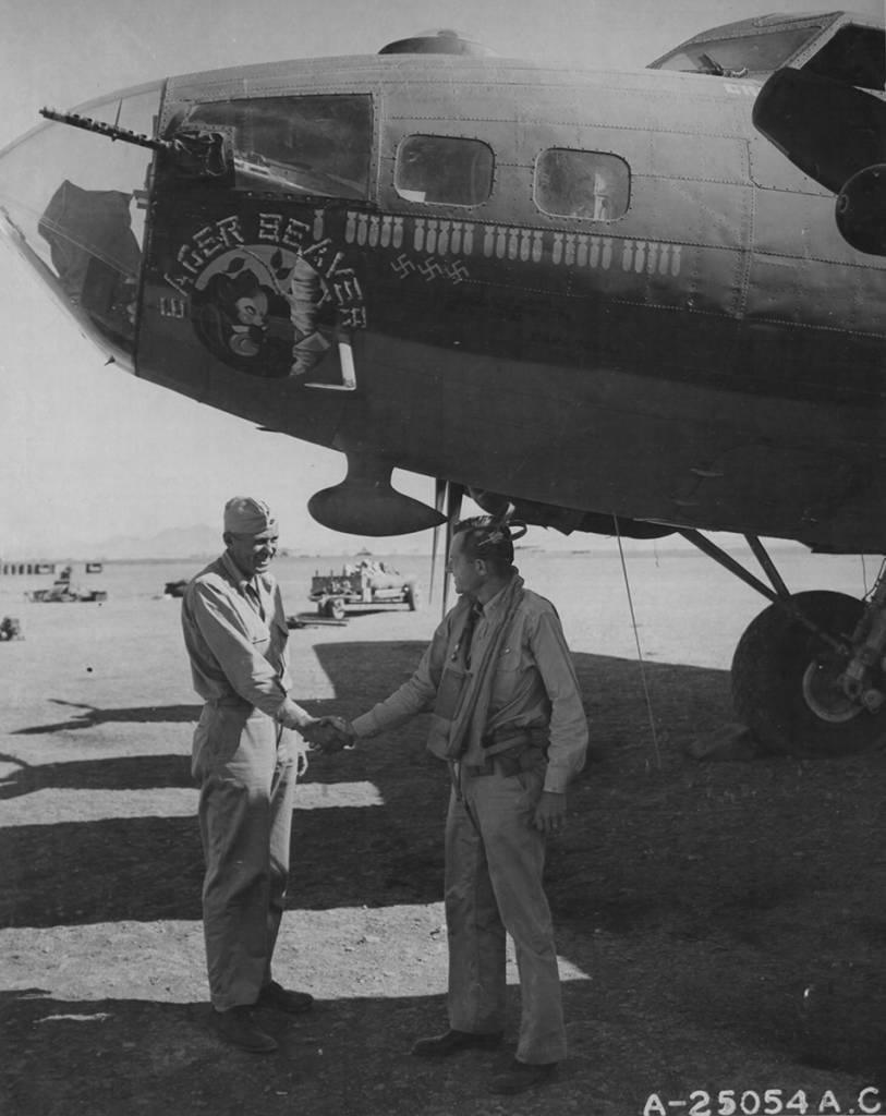 B-17 #42-5776 / Eager Beaver