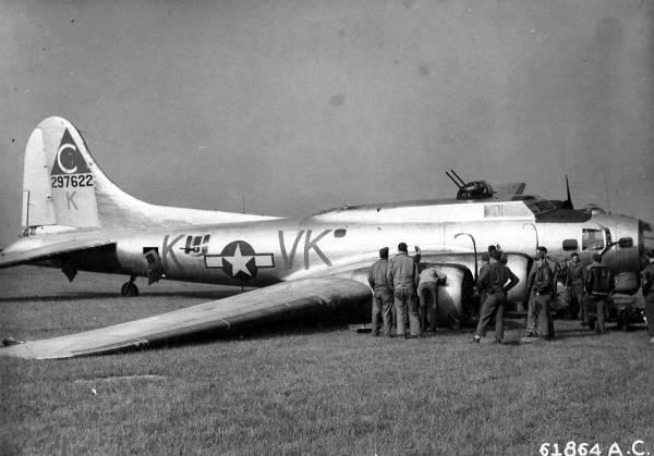 B-17 #42-97622 / Paper Dollie