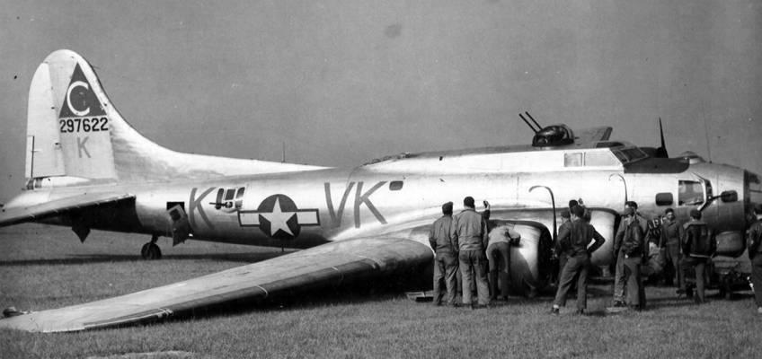 Boeing B-17 #42-97622 / Paper Dollie