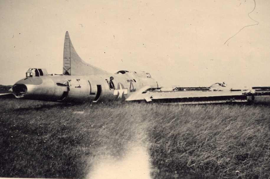 "B-17 #42-98019 / Mutzie ""B"""