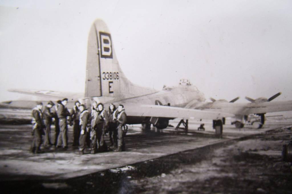 B-17 #43-38106 / Starduster