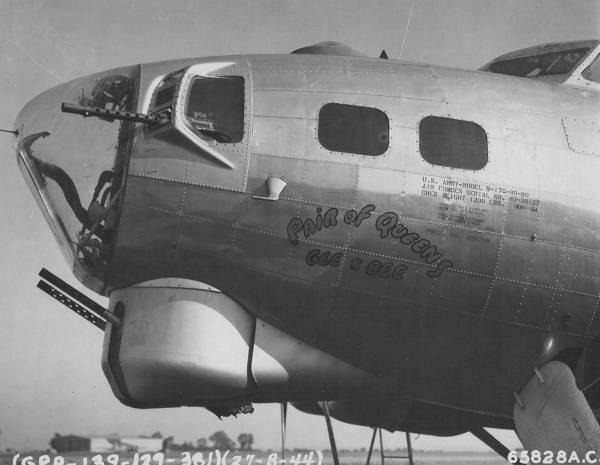 B-17 #43-38127 / Pair of Queens, Gee & Bee