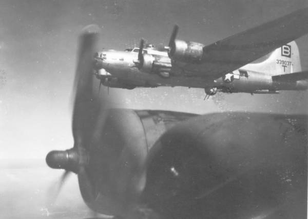 B-17 #43-39037 / Little Joe