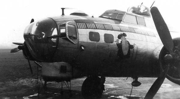 B-17 #44-8332 / Nov Shmoz Ka Pop