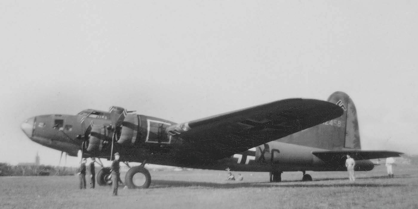 B-17 #41-24585 / Wulfe Hound
