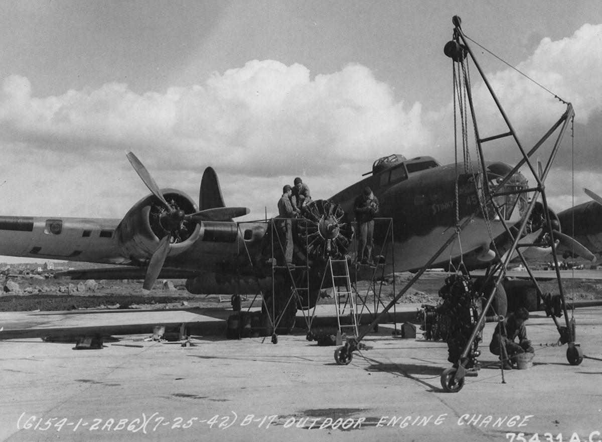 B-17 #41-9045 / Stinky aka Tennessee Belle