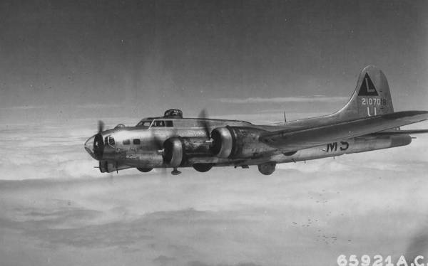 B-17 #42-107018 / Los Angeles City Limits