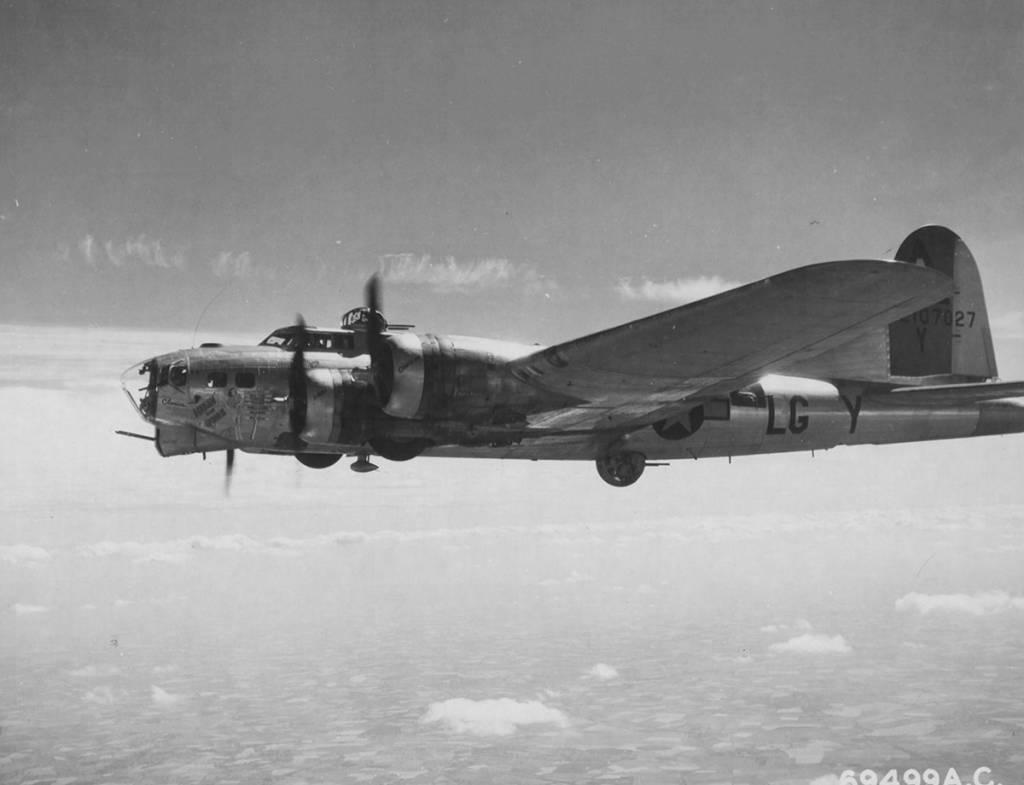 B-17 #42-107027 / Hikin' For Home