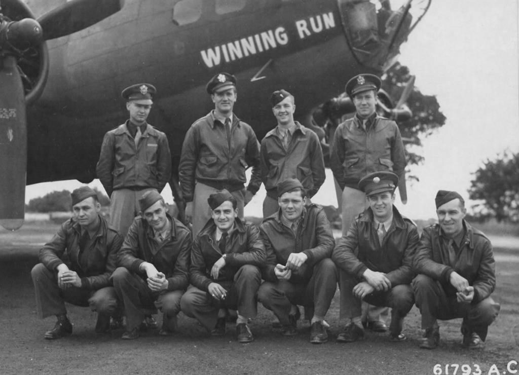 B-17 #42-29944 / Buzzing Bronco aka Winning Run