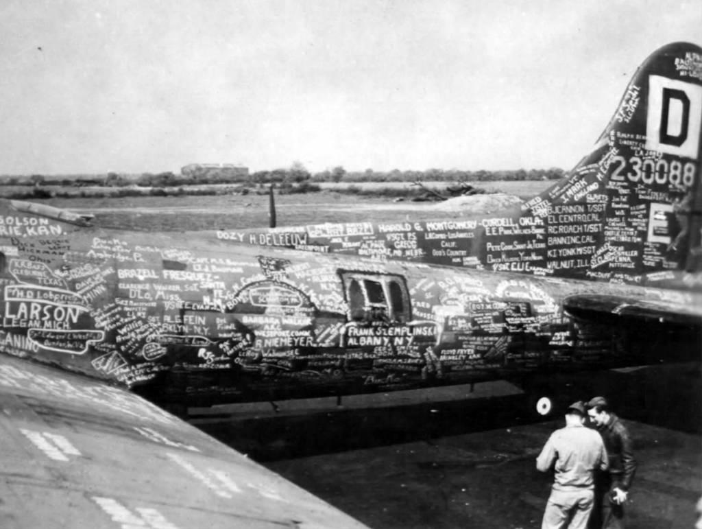 B-17 #42-30088 / Squawkin Hawk II