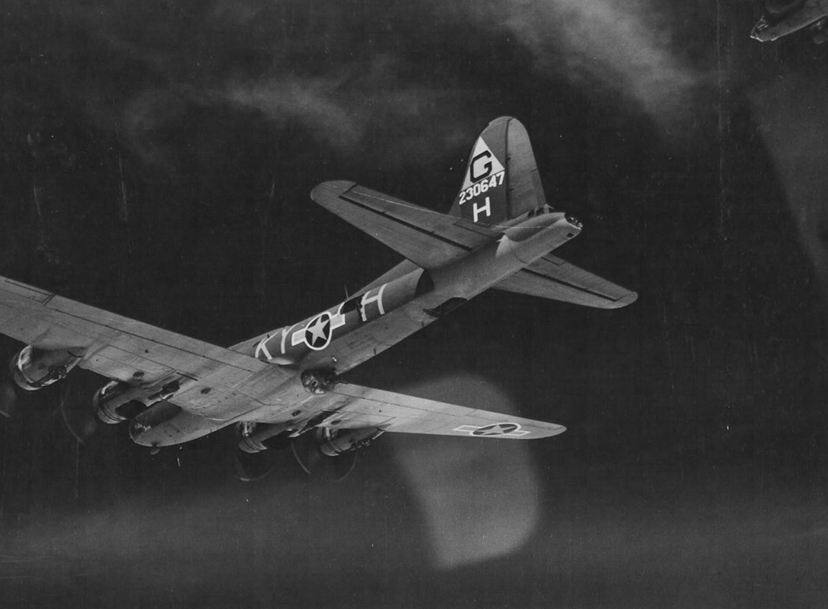 B-17 #42-30647 / Polly Ann
