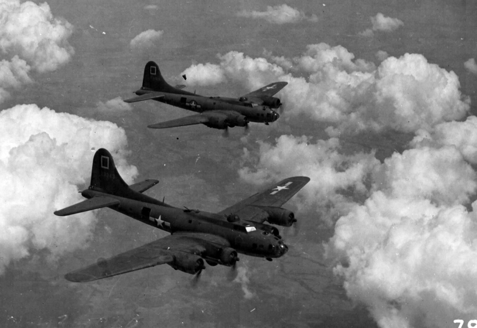B-17 #42-3343 / Slick Chick