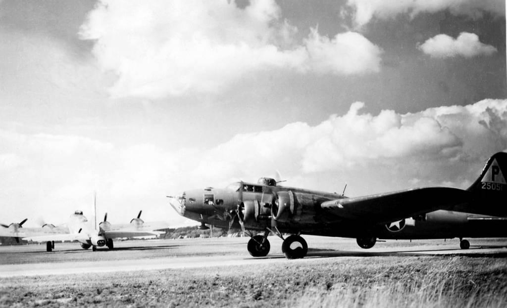 B-17 #42-5051 / Barrel House Bessie