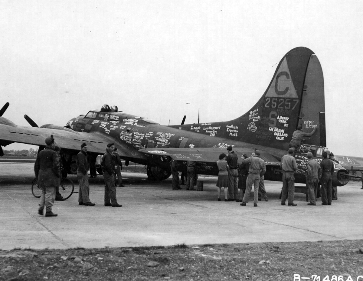 B-17 #42-5257 / Miss Bea Haven