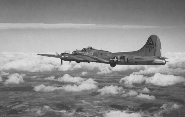B-17 #44-8324 / Gypsie aka Blood 'N Guts