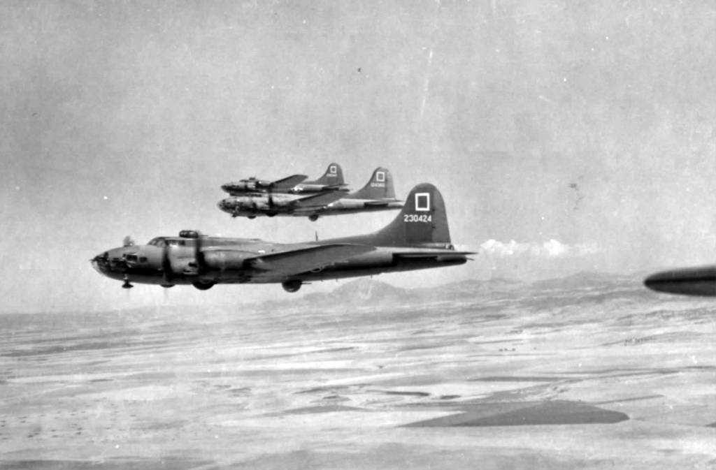 B-17 #42-30424 / The Sky Hag