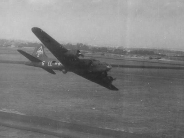 B-17 #42-3060 / Hell's Belle