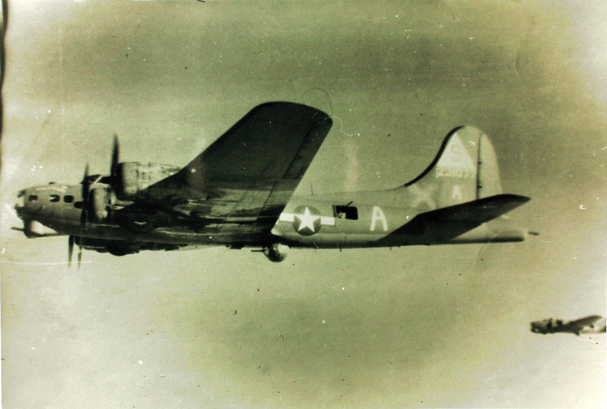 B-17 #42-31077 / Pakawalup II