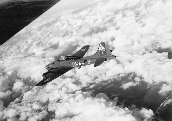 B-17 #42-31193 / Little Boots