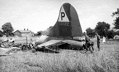 Photo: B-17F 42-3122 April's Fool