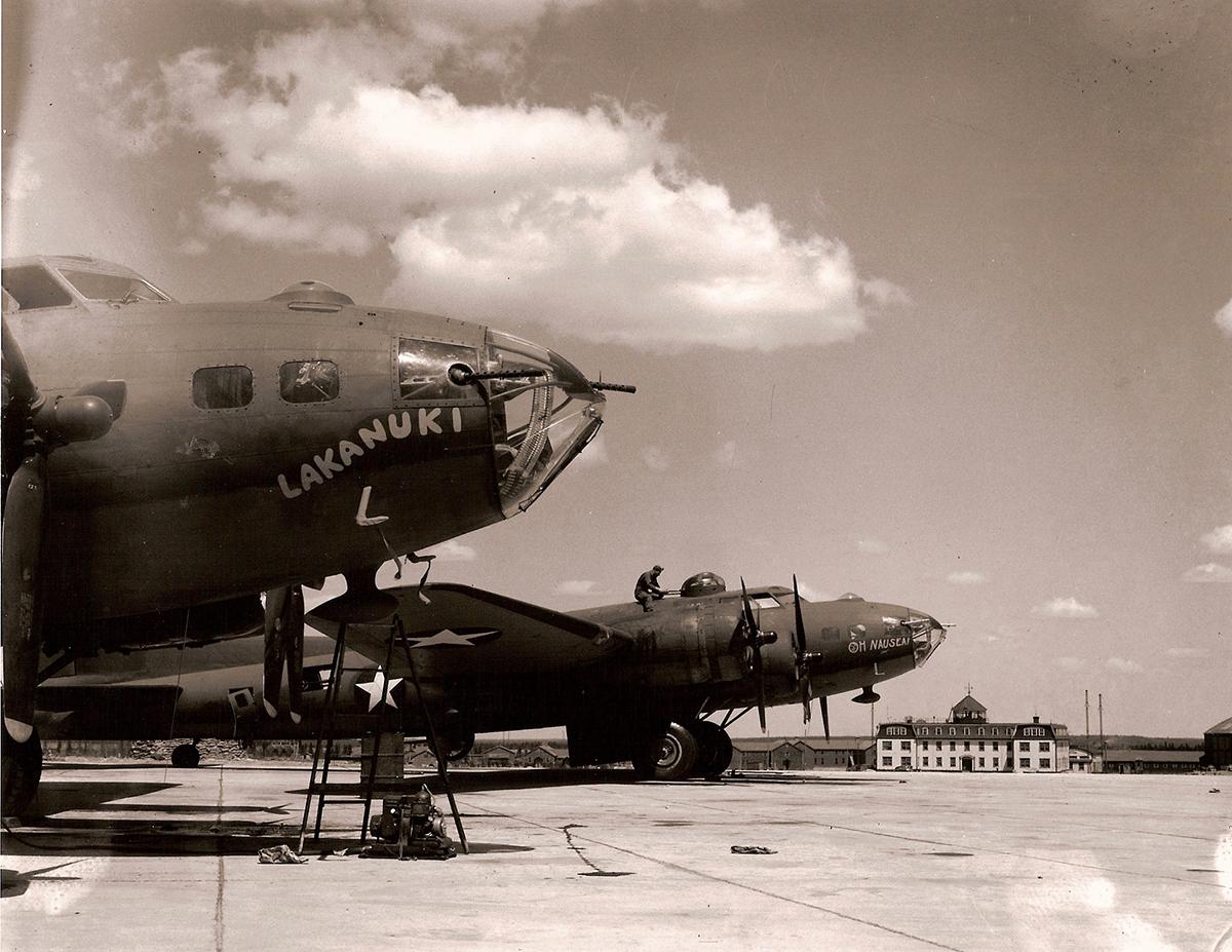 B-17 #42-3235 / Lakanuki