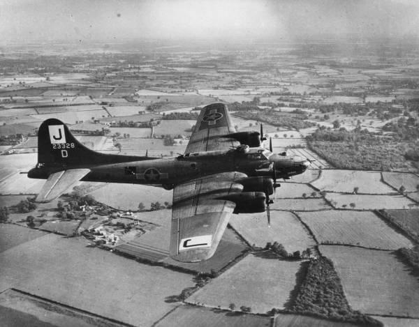 B-17 #42-3328 / Miss Fortune