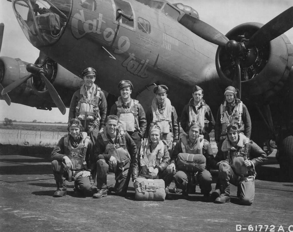 B-17 #42-5482 / Cat-O-Nine Tails