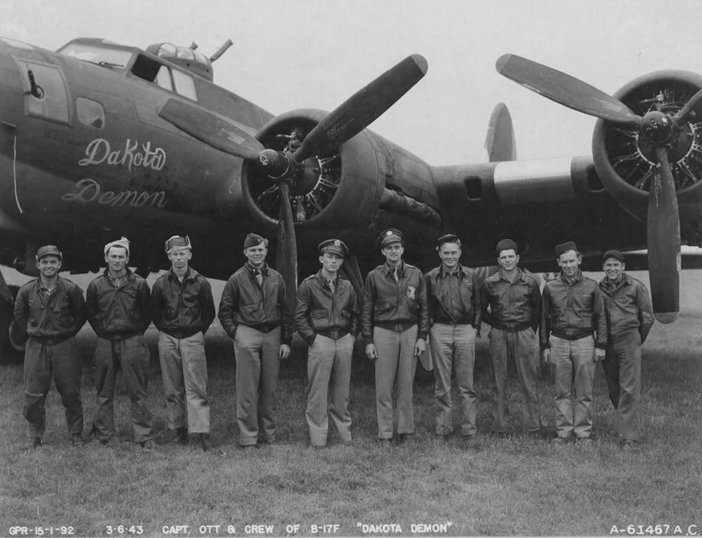 B-17 #42-5737 / Dakota Demon