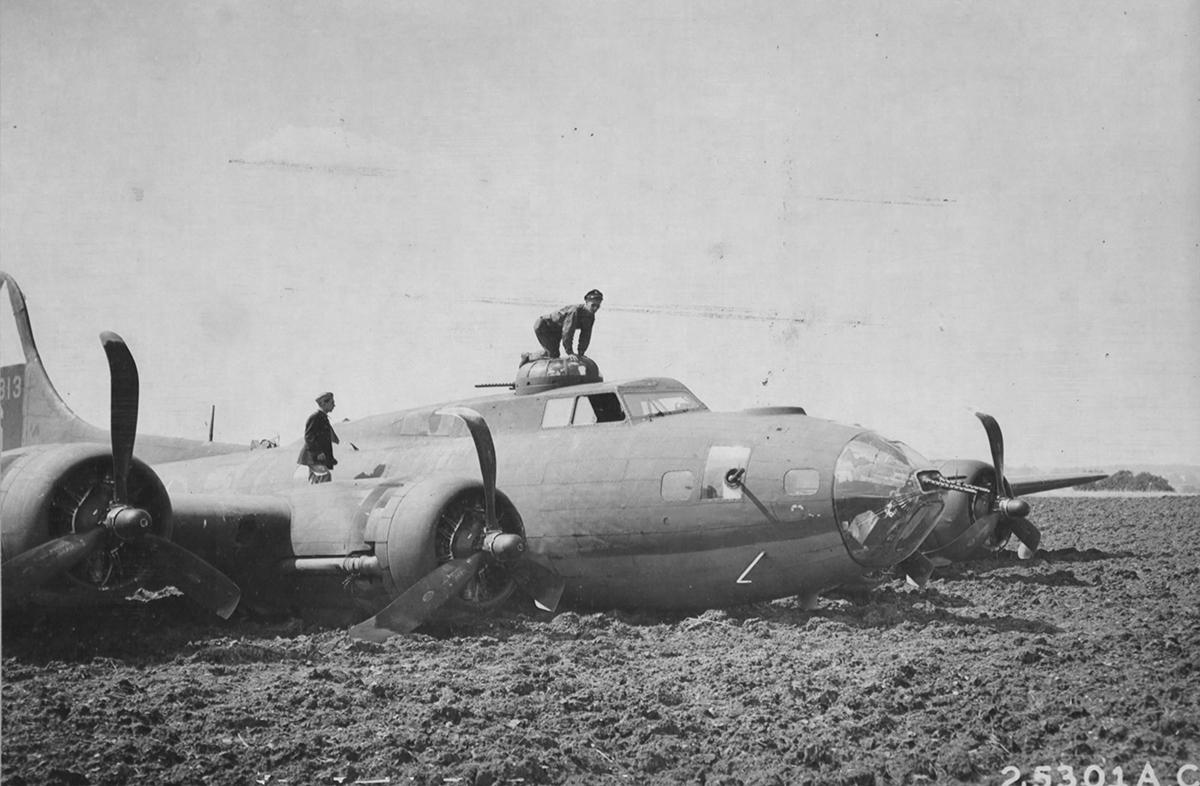 B-17 #42-5813 / Jackie Ellen