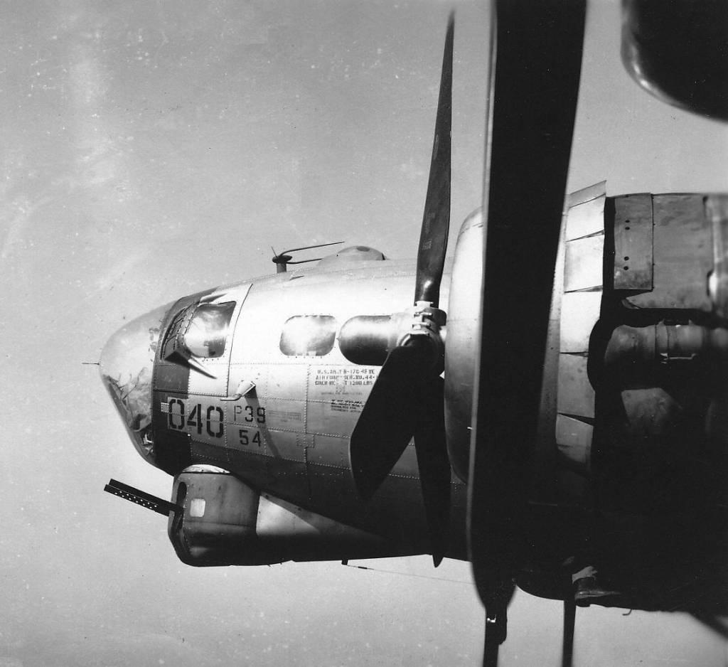 B-17 #44-8040 / 13th Jinx