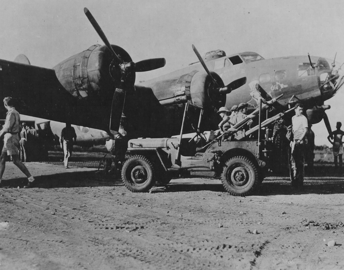B-17 #41-24403 / Blitz Buggy aka The Old Man