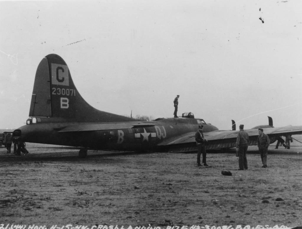 B-17 #42-30071 / Brady's Crash Wagon aka Skipper