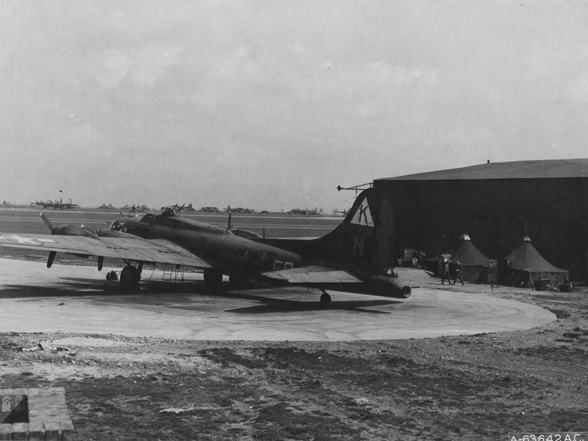 B-17 #42-30298 / Tender Tit Tillie aka Ragin' Red II
