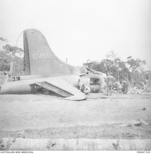 B-17 #41-24551 / Fire Ball Mail