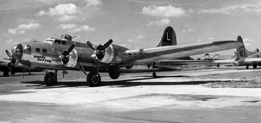 Boeing B-17 #42-102664 / Happy Bottom