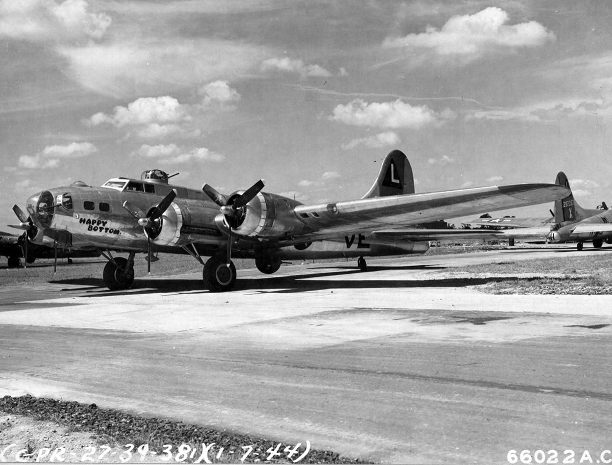 B-17 #42-102664 / Happy Bottom