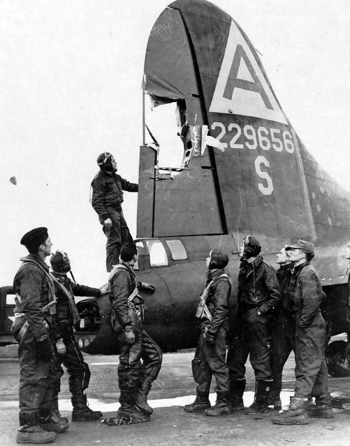 B-17 #42-29656 / The Terrible Ten aka Skunkface