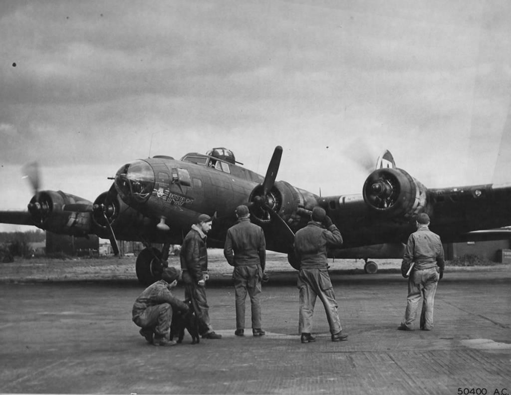 B-17 #42-30301 / Idiots' Delight aka Missy G