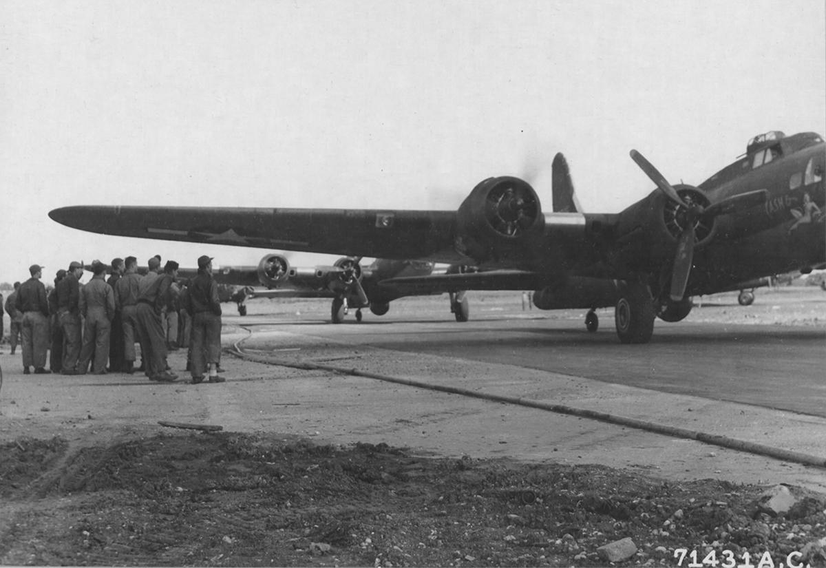 B-17 #42-5915 / Cash & Carry