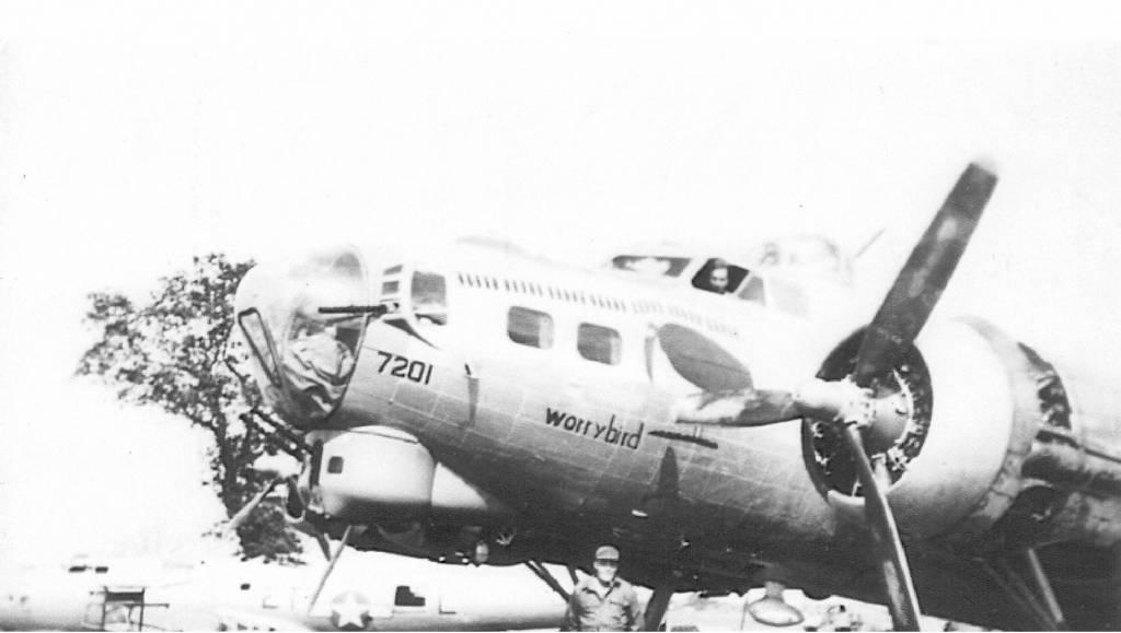 B-17 #42-107201 / Worry Bird