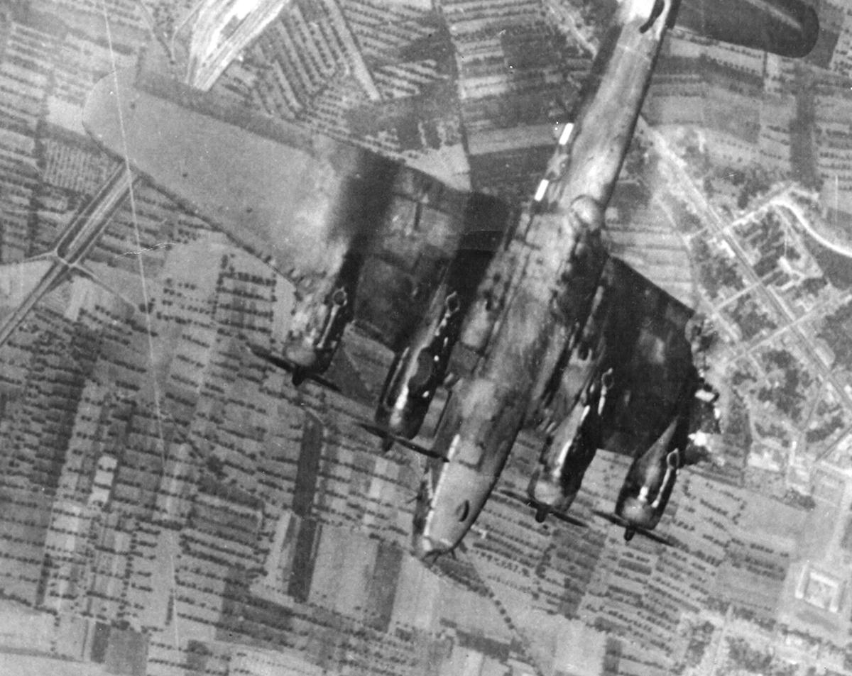 B-17 #42-2985 / Nut Cracker