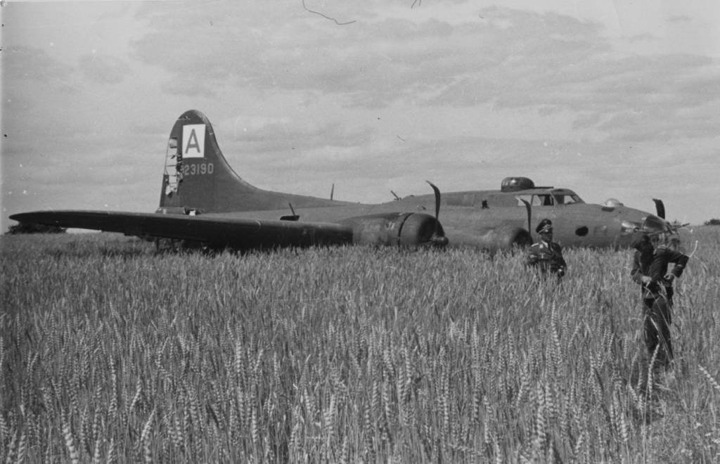 B-17 #42-3190 / Mr Five by Five aka Nip 'N Tuck