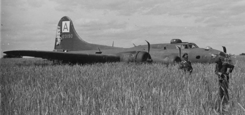 Boeing B-17 #42-3190 / Mr Five by Five aka Nip 'N Tuck