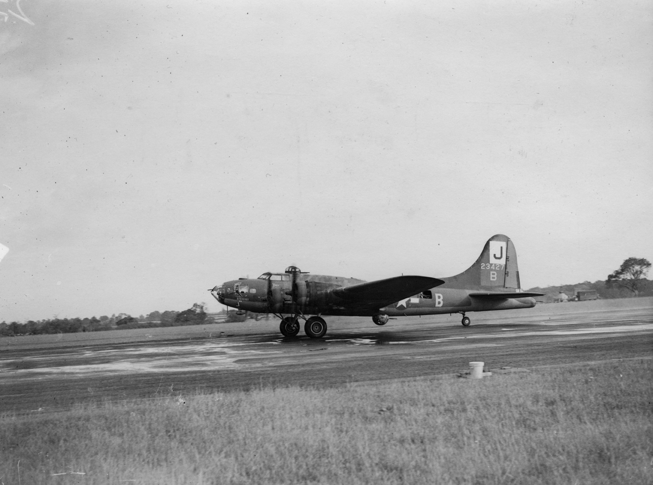 B-17 #42-3427 / Six Nights in Telergma aka Arabian Nuts aka Canadian Club